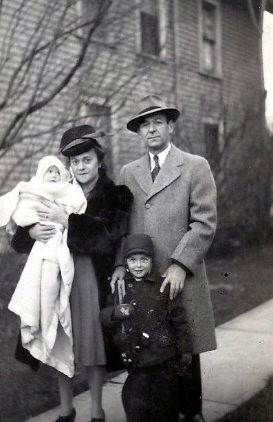 '45: Barbara, Mom, Dad, Dick